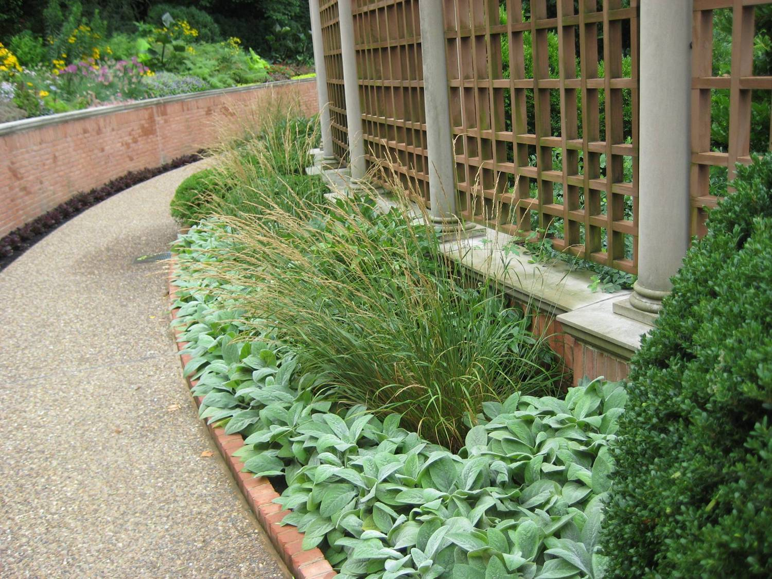 basic design principles and styles for garden beds - Planting Beds Design Ideas